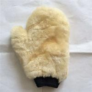 China Eco-friendly Merino Sheepskin Fur Lambskin Car Wash Mitten on sale
