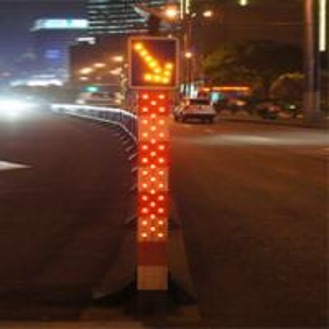 IP65 Solar Powered Traffic Bollards LED Road Signals Keep Left Bollard