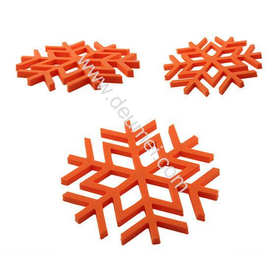 Quality Kitchen Decorative Heat-resistant Silicone Trivet Snowflake Shape Table Mat Blue Color Pla for sale