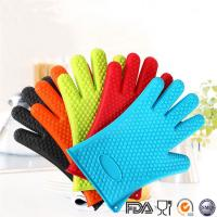 China Waterproof Heat resistant silicone oven glove kitchen bbq grilling cooking gloves and silicone oven mitts on sale