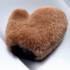 China Lambskin Long Hair Premium Sheep Skin Wool Wash Mitt on sale