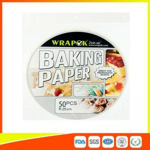 Бумага выпечки еды покрывает пергамент пефорированный кухней для домочадца