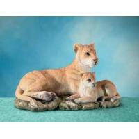 Buy cheap Polyresin Animal Figurines Polyresin Lioness Figurine with Cub product