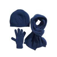 set of wool gloves, hat and scarf (W16)